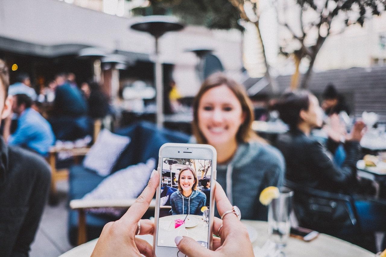 smartphone ruining date night